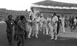 Dean Jones and Tom Moody carry Allan Border on their shoulders after winning the World Cup at Eden Gardens in 1987.