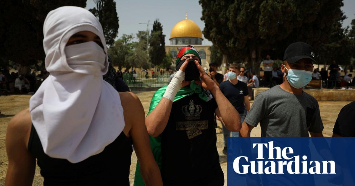 Hamas fires rockets into Israel in dispute over Jerusalem mosque