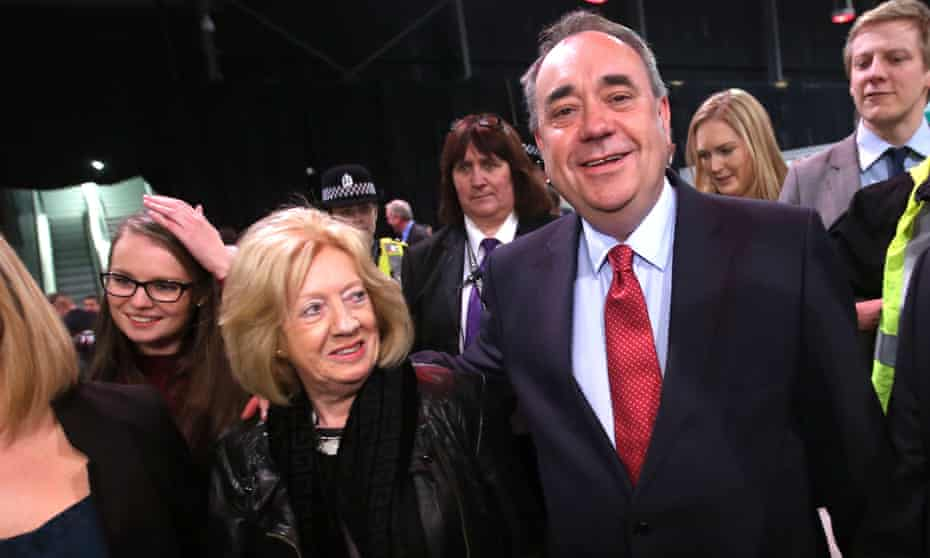 Moira and Alex Salmond in Aberdeen during the 2015 general election count.