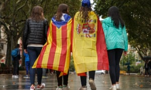 Girls stroll through the centre of Figueras with the Spanish and a pro-independence 'Estelada' Catalan flags on 30 September 2017.