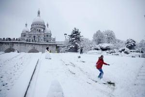 A Parisian snowboarding by the Sacré-Coeur basilica in Montmartre