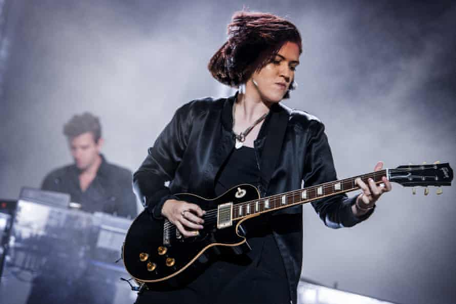 Performing with the xx in 2017 in Rome.