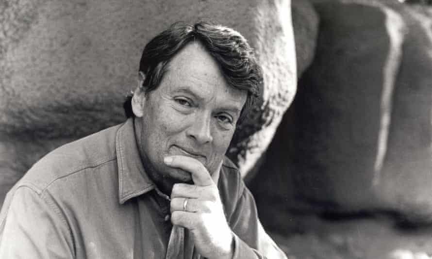 Alexander Frater in 1990.