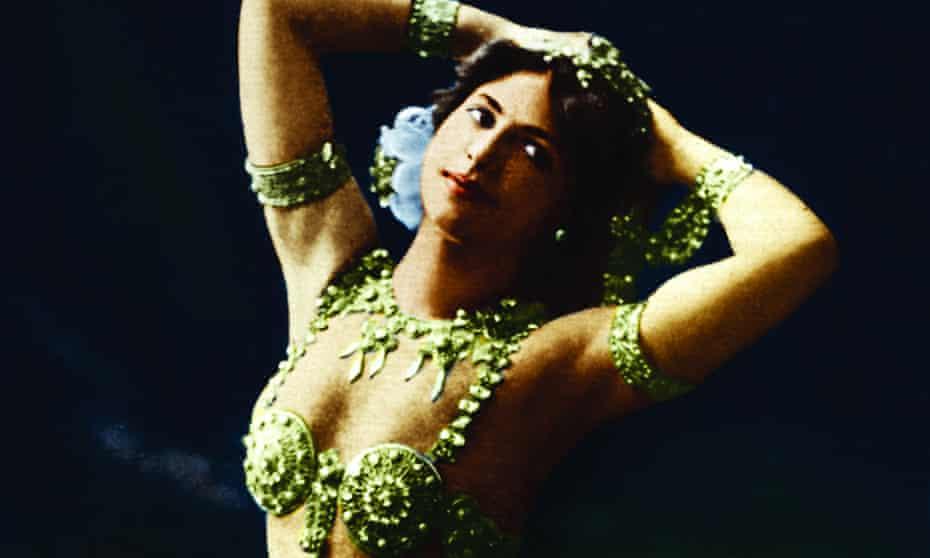 Mata Hari in exotic green costume jewellery in Fries Museum