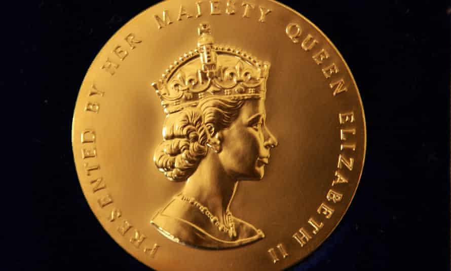 مدال طلای ملکه برای شعر.