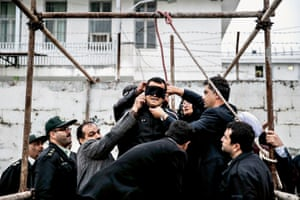 Geste de pardon / Forgiveness gesture series, 2014. In Iran, hangings generally take place in the public place. The family of a victim of murder can participate to the execution by pushing the chair where the convict stands. On April 15, 2014, a young man designated a man called Balal as the one responsible for the assassination of Abdollah Hosseinzadeh, stabbed to death in a street fight. The mother of Hosseinzadeh, instead of pushing the chair, slapped Balal instead. A symbolic forgiveness gesture which, according to the tradition, ends the execution. The parents of the victim help loosing the knot and Balal's family members hug each other after the cancellation of his execution.