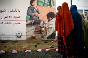 Afghan women and their children who have just returned from Pakistan are shown how to spot a landmine at a UNHCR reception centre on the outskirts of Kabul.