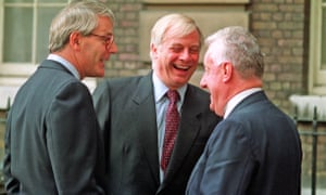 Chris Moncrieff, right, talking to John Major and Chris Patten in 1992.