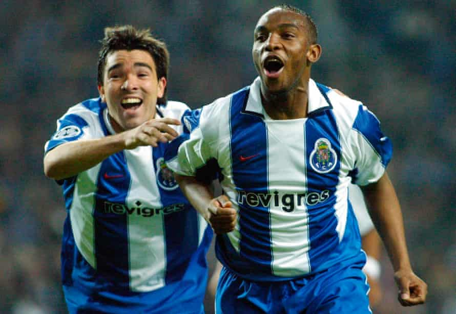 Deco and Benni McCarthy wearing their Revigrés-sponsored Porto shirts in 2004.