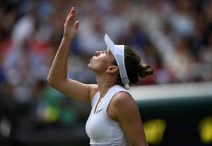 Simona Halep celebrates after defeating Gauff.
