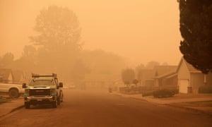 I Ve Never Been So Afraid Oregon Fire Evacuees Face Unrecognizable Landscape Us News The Guardian