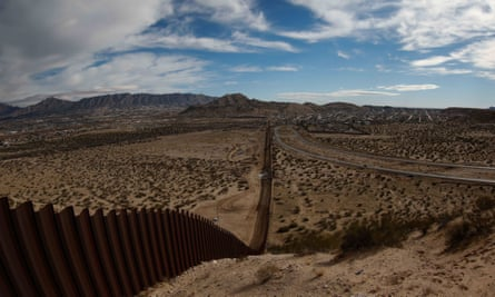 Trump says construction of the wall at the Mexican border wil start 'in months'epa05749998 General view of the border between the US states of Texas; New Mexico (L) and Ciudad Juarez, Mexico (R), on 25 January 2017. US President Donald J. Trump said on 25 January that the construction of the wall at the Mexican border wil start 'in months' and that the planning will start 'immediately'.