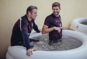 Steven Gerrard and Wayne Rooney sharing an ice bath in 2014.