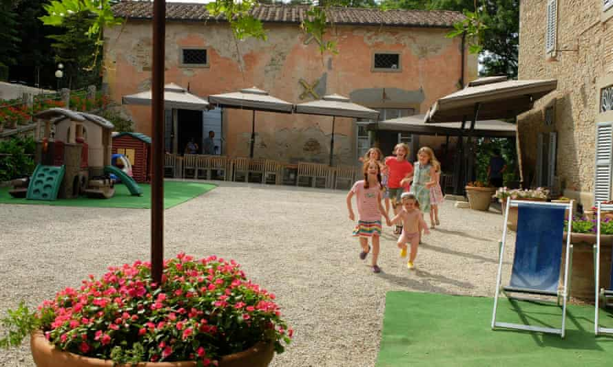 children playing at Villa Pia, Umbria, Tuscany