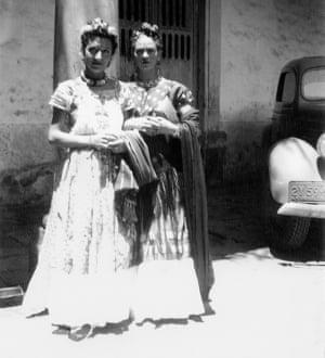 Jacqueline Lamba and Frida Kahlo in Mexico, 1938.