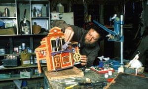 Peter Firmin making the Mouse Mill.