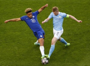 kevin de bruyne of manchester city tries to evade reece james of chelsea.