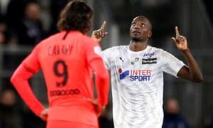 Serhou Guirassy celebrates scoring Amiens' fourth goal