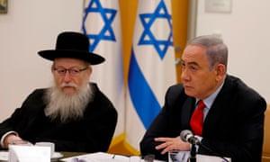 Israeli Prime Minister Benjamin Netayahu (R) and Health Minister Yaakov Litzman.