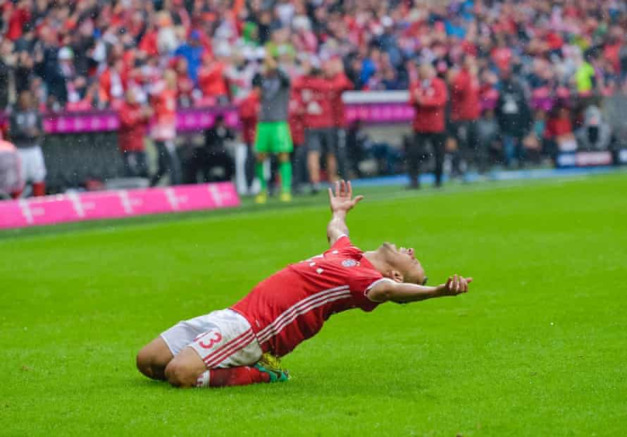 Rafinha celebrates his goal against Ingolstadt with a strong Platoon impression.
