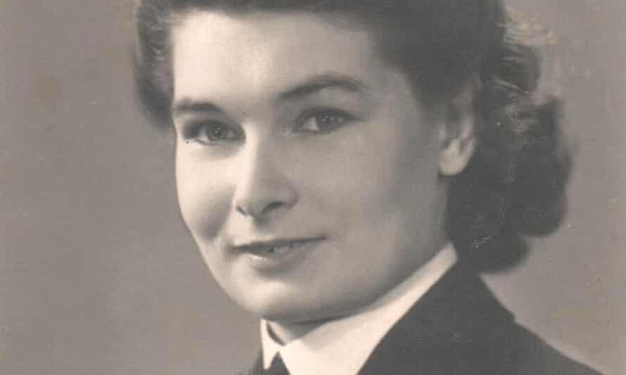 Elizabeth Ede