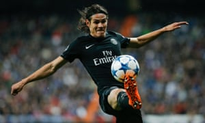 Paris Saint Germain's Edinson Cavani controls the ball.