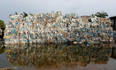 a rectangle mountain of plastic waste in a huge pool of water