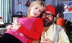 Caroline Aherne and Ricky Tomlinson in The Royle Family Christmas special, 2000.