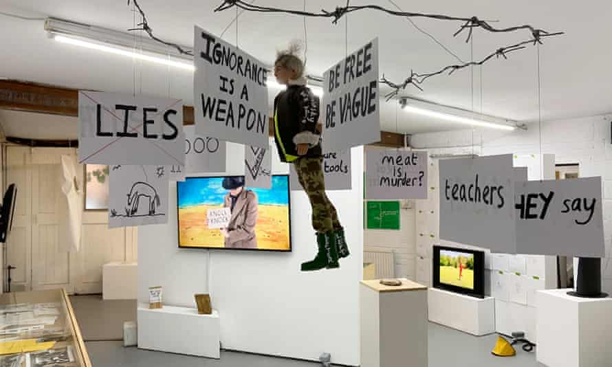Simon Munnery – What Am I?, curated by Andy Holden