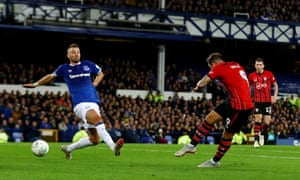 Danny Ings scored at Goodison Park for the second time this season to put Southampton ahead, before Theo Walcott's late equaliser.