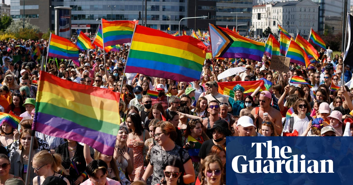 Poland: thousands turn out for Warsaw Pride march