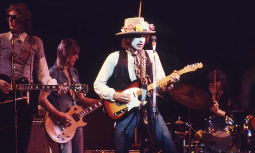 Another act of self-reshaping … Bob Dylan in Rolling Thunder Revue.