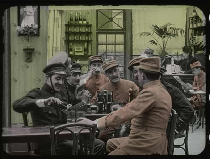 A still from the film Maudit soit la Guerre, 1914, by Alfred Machin.