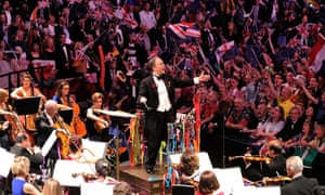 Sakari Oramo conducts the audience and the BBC Symphony Orchestra at the Last Night of the Proms at the Royal Albert Hall, on Saturday 9 Sept. 2017.