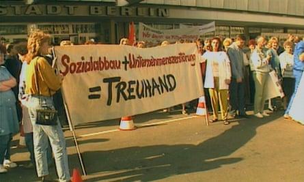 Demonstrasi melawan Treuhand, seperti yang terlihat dalam film dokumenter.