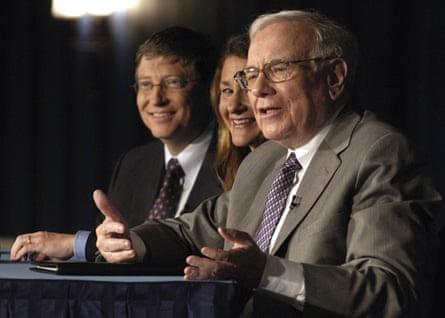 From left: Bill Gates, Melinda Gates and Warren Buffett in New York in 2006.