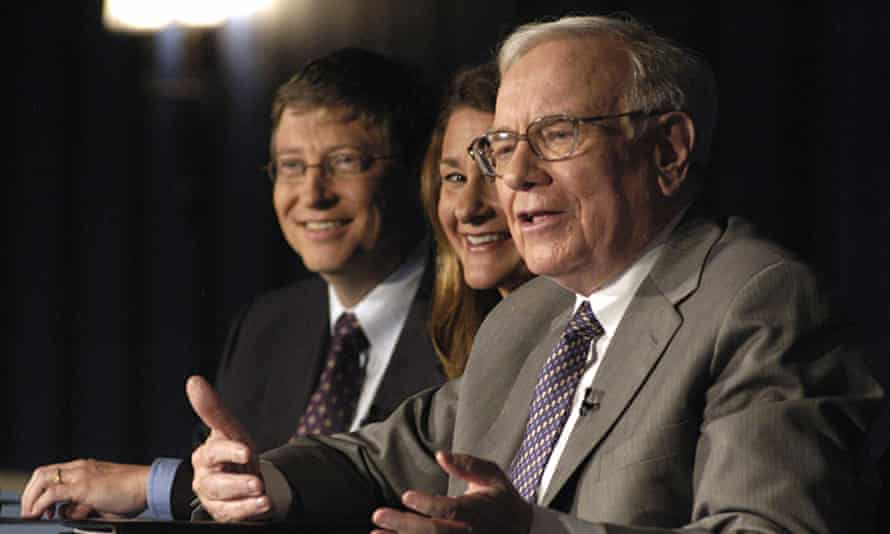 Bill (L) and his Melinda Gates (C) with Warren Buffett as the latter pledge of 10m shares of Berkshire Hathaway to the couple's foundation.