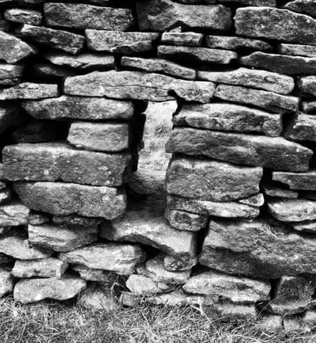 Too small a hole for a sheep? A wall at Bleak Knoll, Abney.