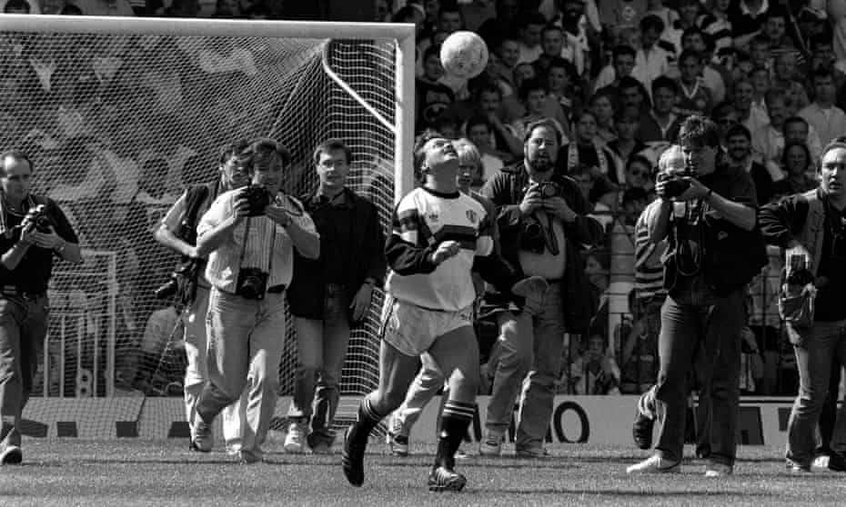 Michael Knighton juggles a ball at Old Trafford on 19 August 1989.