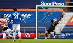 Richarlison's finish proved too powerful for Kasper Schmeichel in Leicester's goal.