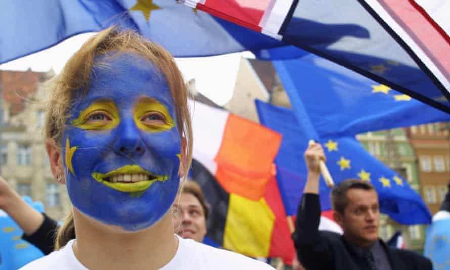 Young people show their support for the European Union in Poland in 2004