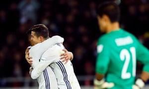 Ronaldo celebrates with Casemiro.