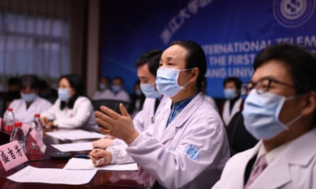 Chinese doctors in Zhejiang province hold a video conference with Italian medical experts on 27 March.