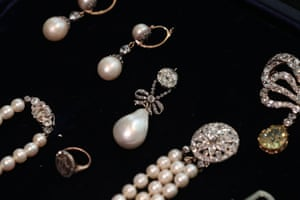 'Simply irreplaceable' … the Marie Antoinette Pearl, centre