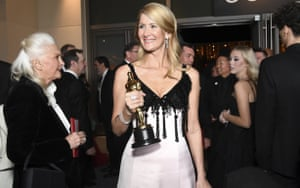 Laura Dern with her best supporting actress Oscar at the Governors Ball