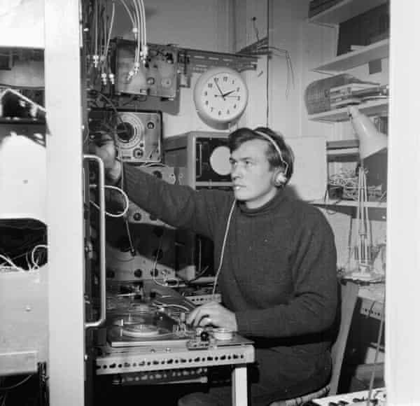 Peter Zinovieff working at his home studio in 1963.