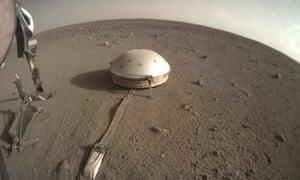 InSight lander's seismometer