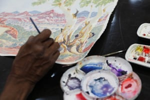 An artist working at Iltja Ntjarra. The studio in Alice Springs is used by a range of artists including relatives of the famed painter Albert Namatjira