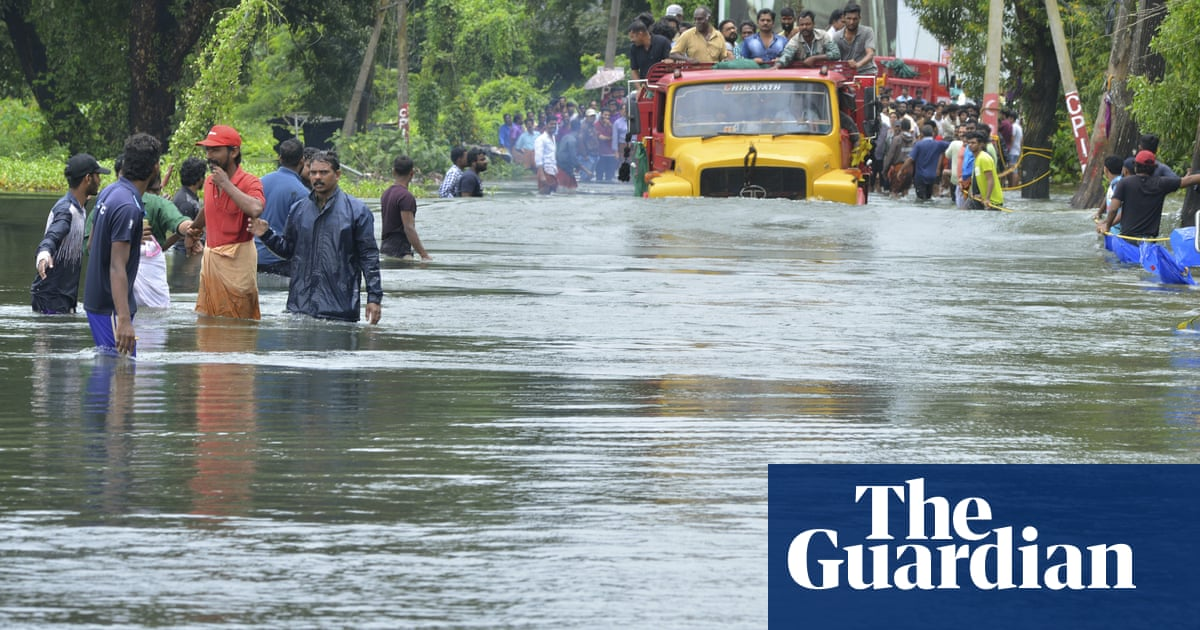Kerala floods: many thousands await rescue as downpour continues
