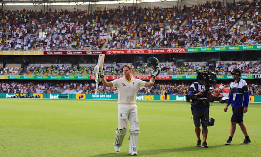 Steve Smith acknowledges the crowd at the Brisbane Cricket Ground, or Gabba, in the first Ashes Test in November 2017.
